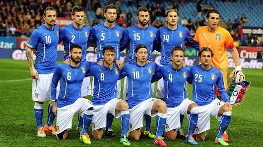 Italian World Cup squad - sung to the National Anthem!