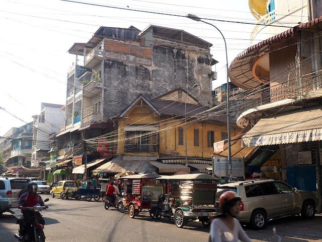 Motorbikes and tuk tuks on the streets of Phnom Penh, Cambodia