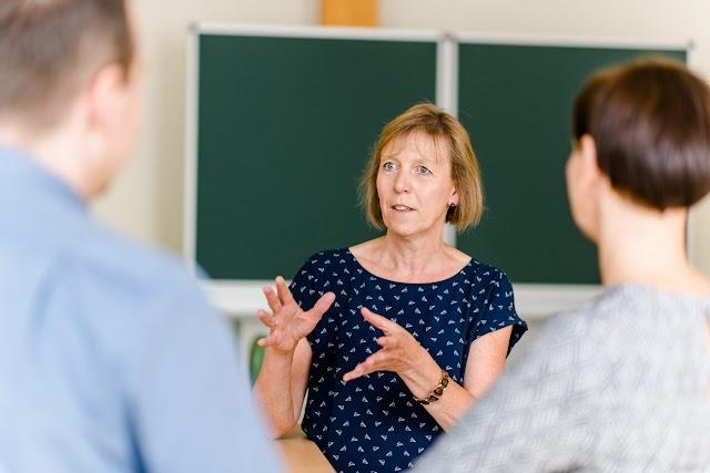 INFORMACIJE U ŠKOLI: RODITELJI TREBAJU RAZGOVARATI S UČITELJIMA, NE SAMO ZBOG OCJENA