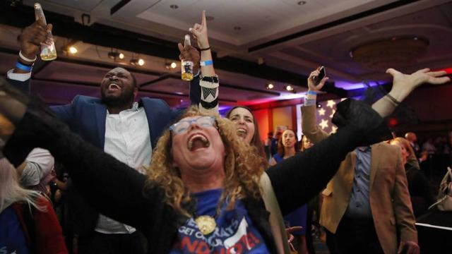 Los demócratas toman el control de la cámara baja en EEUU