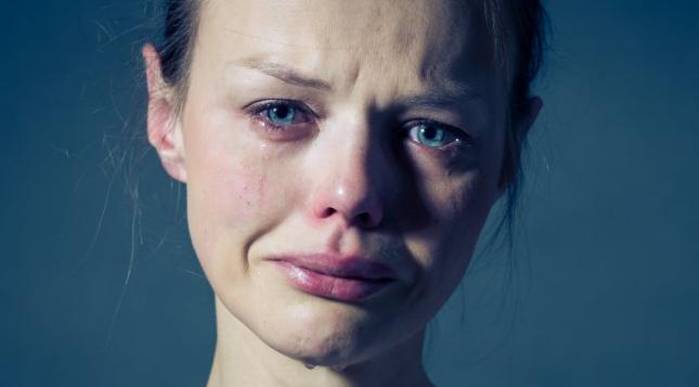 7 Cara Agar Mata Tidak Terlihat Sembab Walau Habis Menangis