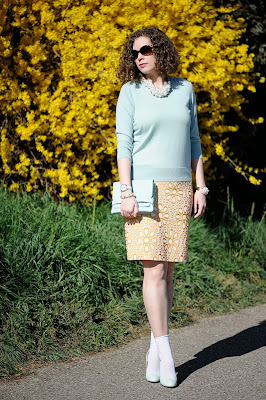 http://seaofteal.blogspot.de/2014/03/in-full-bloom.html