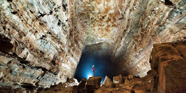 Κίνα: Επιστήμονες ανακάλυψαν σπήλαιο που έχει όγκο 3,53 εκατ. κυβικών μέτρων!!