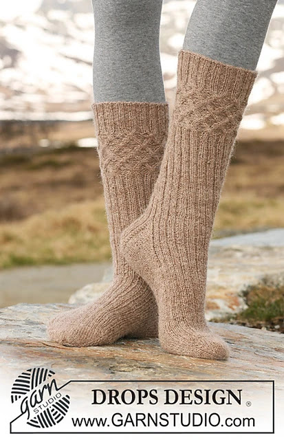 https://www.ravelry.com/patterns/library/115-34-socks-with-cables-and-rib