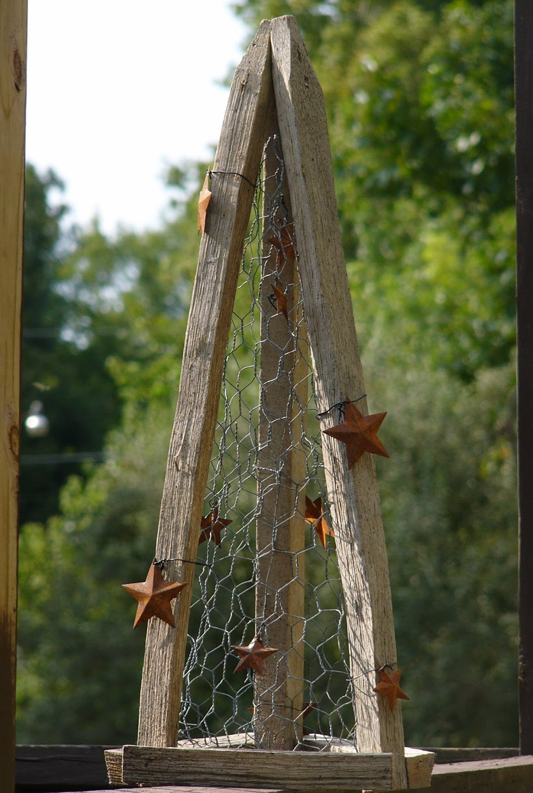 Craft Booth 555: DIY TOBACCO STICK TREE with CHICKEN WIRE