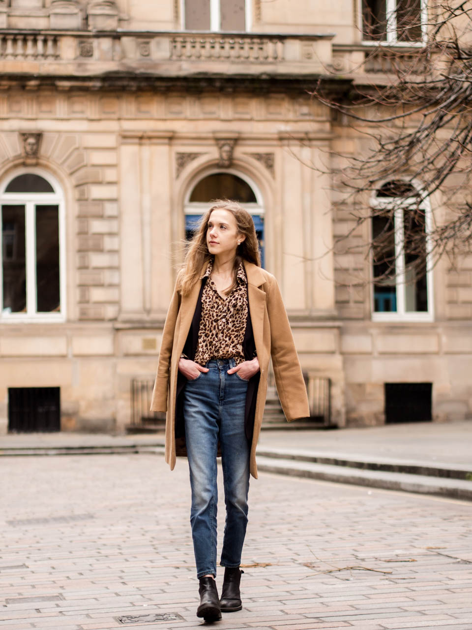 fashion-blogger-outfit-inspiration-leopard-top-mom-jeans-blazer-camel-coat