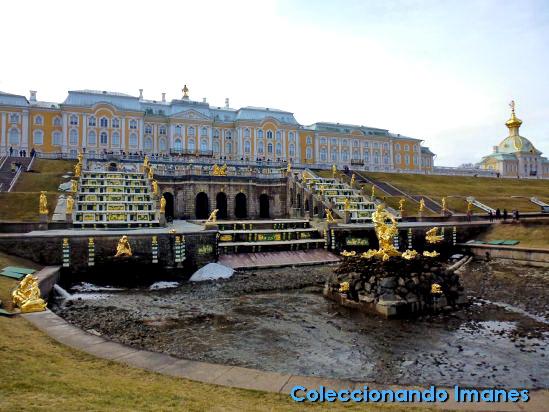 Palacio de Peterhof y fuente cascada