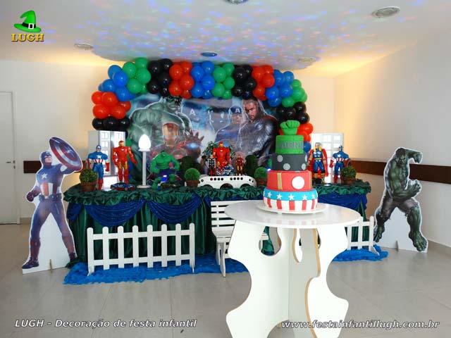 Mesa decorativa tema Os Vingadores - Festa de aniversário infantil de meninos - Lagoa - RJ