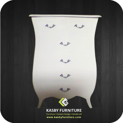 Kotak Angpao Jumbo Bombay Putih untuk pelengkap dekorasi pernikahan  furniture dengan desain simple namun tetap fungsionable.  Kotak Angpao yang kami sediakan variabel dari yang jenis ukiran, bahan kayu jati maupun mahoni , gaya klasik / minimalis dll.