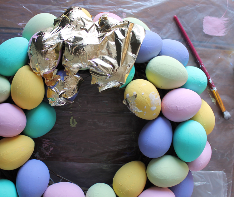 How to make a Spring Easter egg wreath with gold speckles