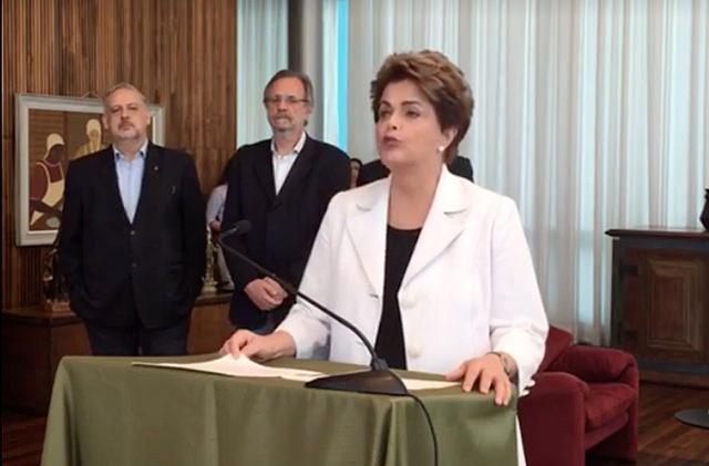 Em pronunciamento na tarde desta terça-feira (16), a presidenta Dilma Rousseff propôs, como solução para a crise política, a convocação de um Plebiscito para consultar a população sobre a realização antecipada de eleições, bem como sobre a reforma política e eleitoral.