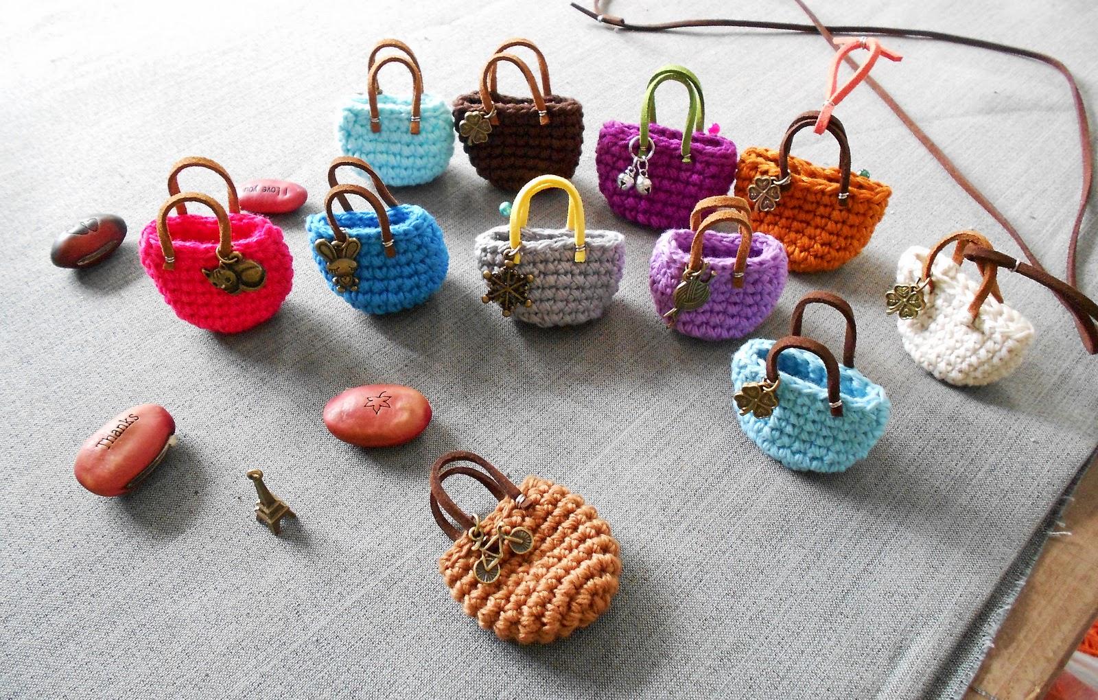 Firefly Crochet: Giỏ týhon key fob, lucky charm