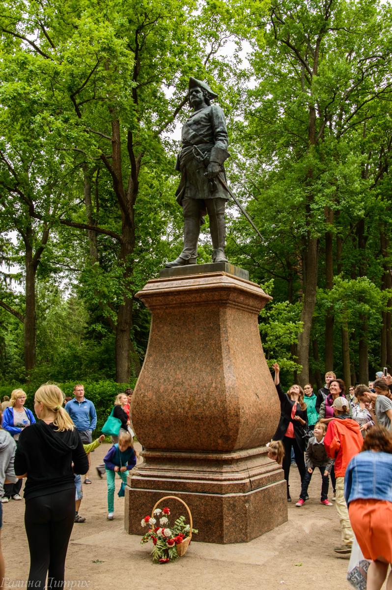 Памятник Петру Нижний Парк Петергоф фото