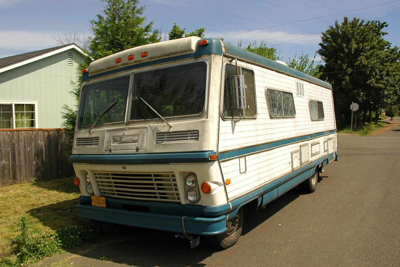 Old Parked Cars 1972 The Executive Rv