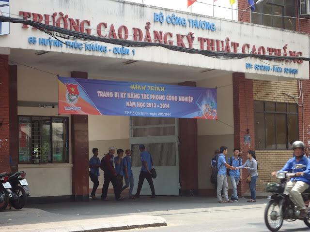 Dịch Vụ Phát Tờ Rơi tại cổng trường học