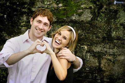 Fakta Mengejutkan Tentang Cinta Bagi Otak Manusia tanda orang diam diam jatuh cinta kepada anda