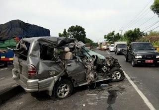 Viral! Nyawa Wanita Seksi Ini Selamat dari Kecelakaan Mobil Dan Truk karena Berkat Pakaian Ketatnya