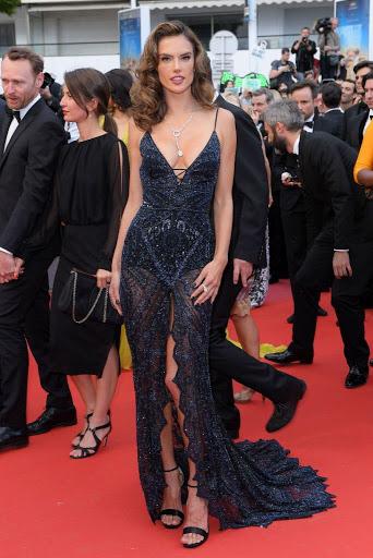 Alessandra Ambrosio red carpet fashion dresses photo