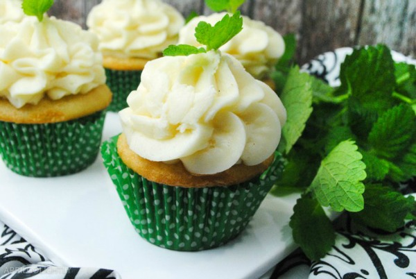 Mint Flavored Cupcakes - FEATURED