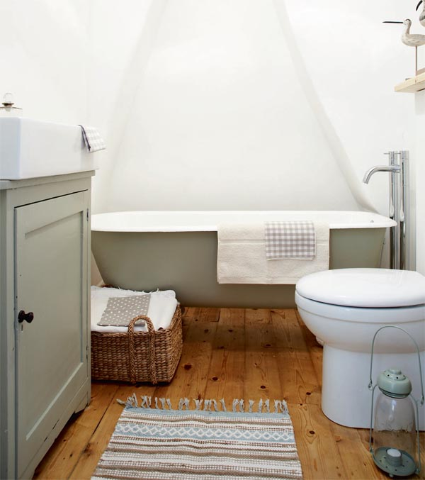 Gorgeous roll top bath bath in Farrow and Ball French Gray