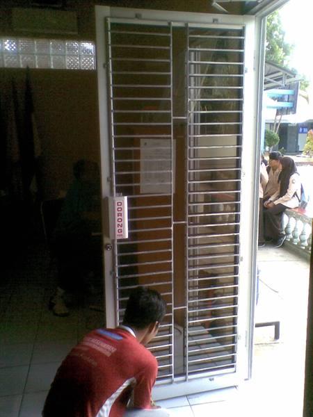 Teralis-Pintu-Besi