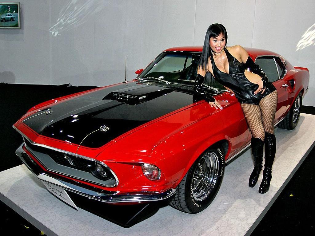 Lesbian Muscle Car 80