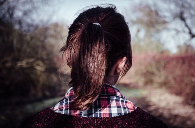 Cara tradisional mengikat rambut ala ponytail cocok untuk mengatasi bad hair day