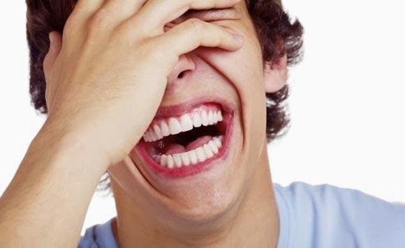Πώς χρησιμοποιείται το χιούμορ ως μηχανισμός άμυνας του οργανισμού;