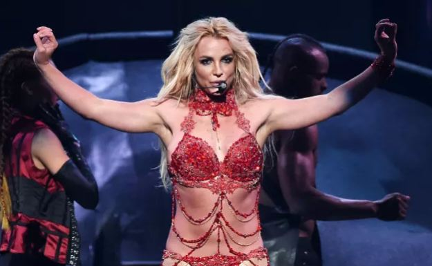 Britney Spears Gets SUPER Sexy