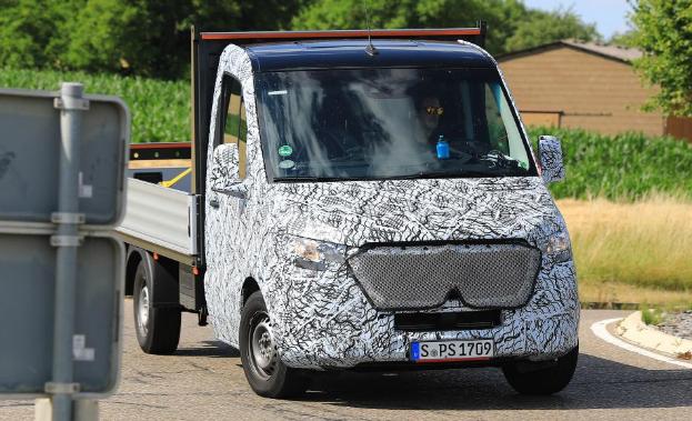 New 2018 Mercedes Sprinter van spied in flatbed form