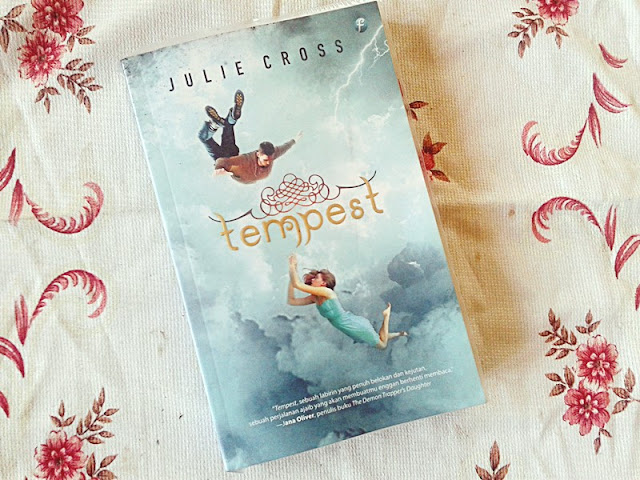 Resensi Tempest By Julie Cross