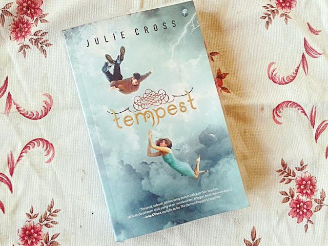 Pertama kali lihat Tempest dari Julie Cross Resensi Tempest By Julie Cross : Novel Time Travel