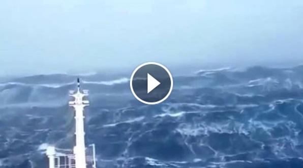 GEMPAR!!! Kapal Laut Ini Cuba Menyeberangi Segitiga Bermuda Namun Apa Yang Dirakamkan Di Kawasan Tersebut Amat Mengejutkan!!! SUBHANALLAH!!!