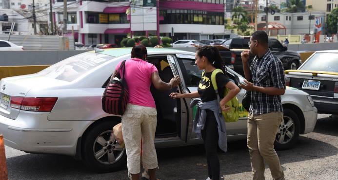 Transportistas acuerdan dejar sin efecto aumentos en el pasaje