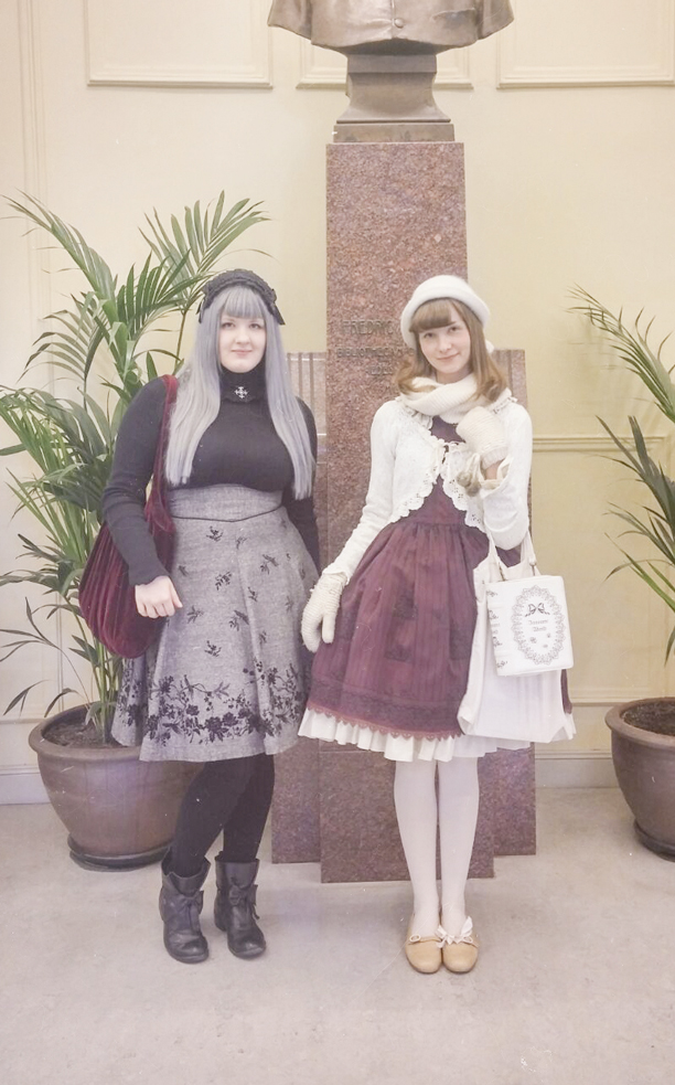 a picture of a old school gothic and classic lolita standing in a library