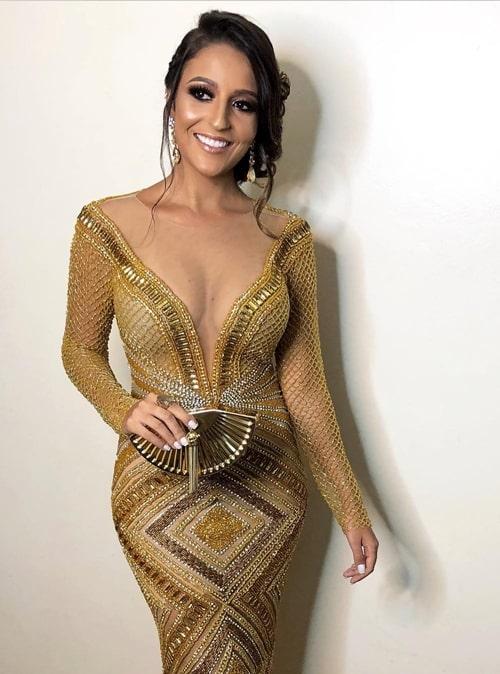 vestido longo bordado dourado com manga longa