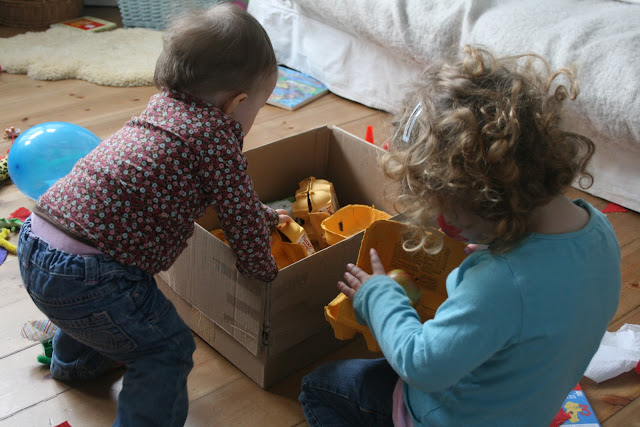Activities for preschool children: Discovery Boxes: Egg carton