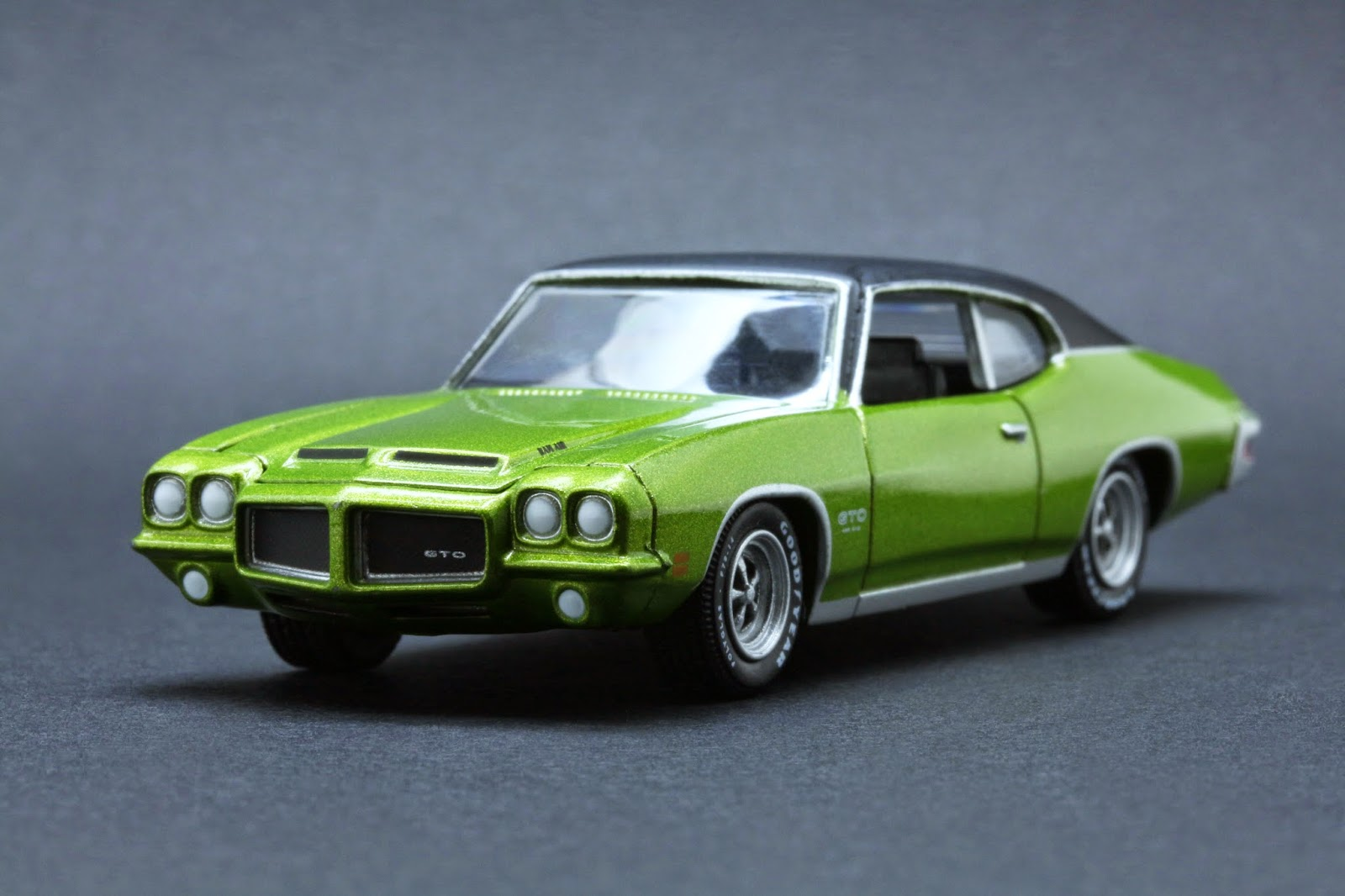 ede7ba16dbfe 1 64 Scale Diecast from Greenlight Route 66 U.S.A   15 Diecast Car  Collector Pack