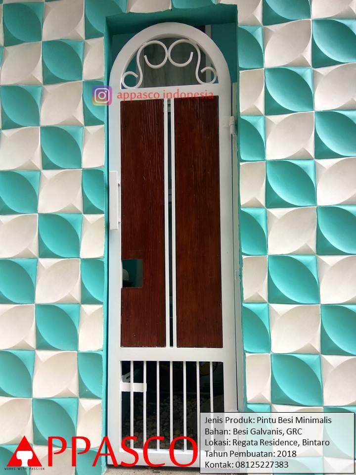 Pintu Besi Unik Lucu Model Klasik Modern Motif Kayu di Regata Bintaro