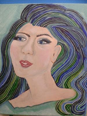 portret kobiety włosy kolor pawie piórko