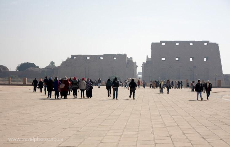 Площадь перед самым большим храмом в Египте