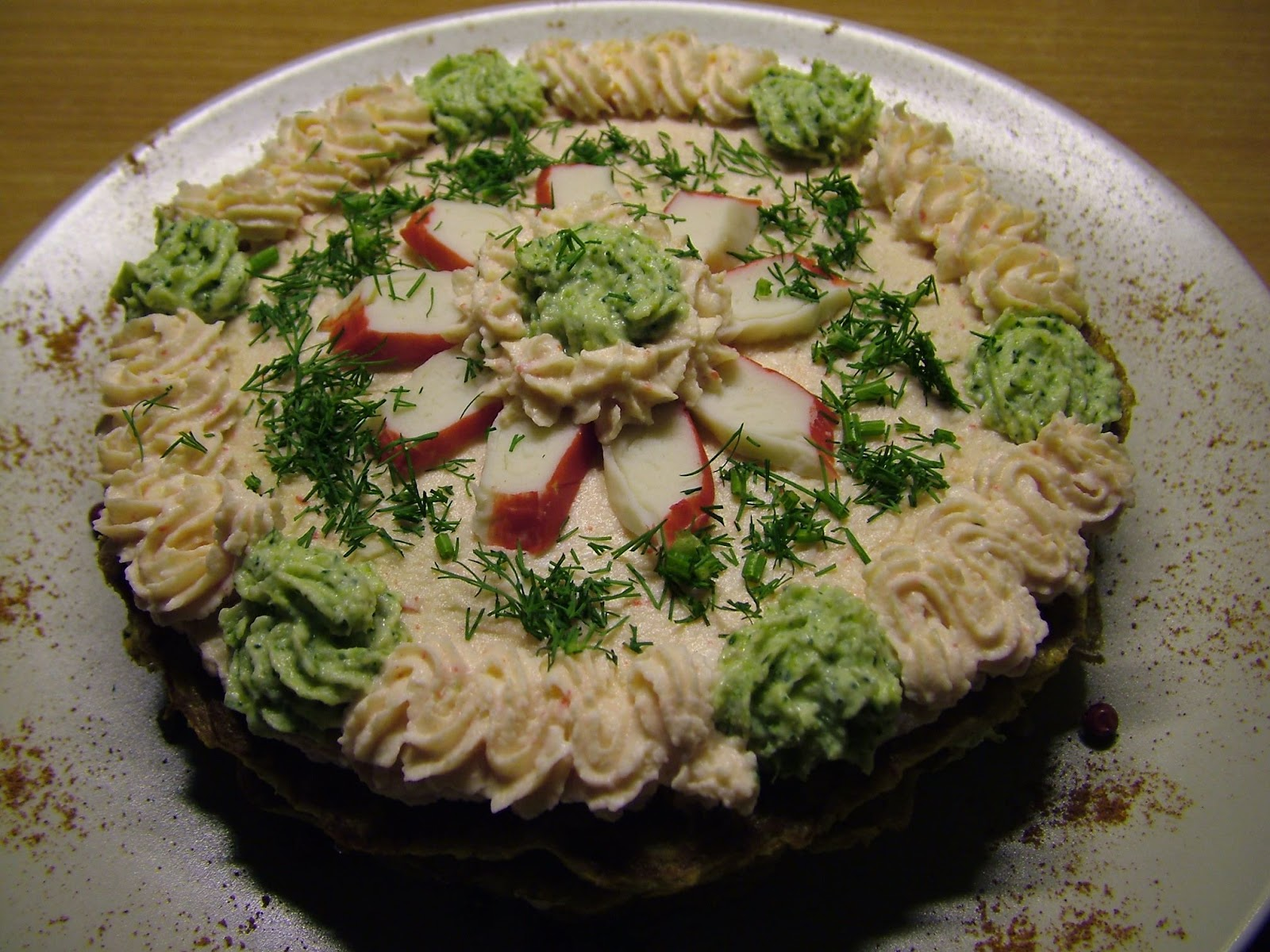 Pikantny torcik ziemniaczano-serowy