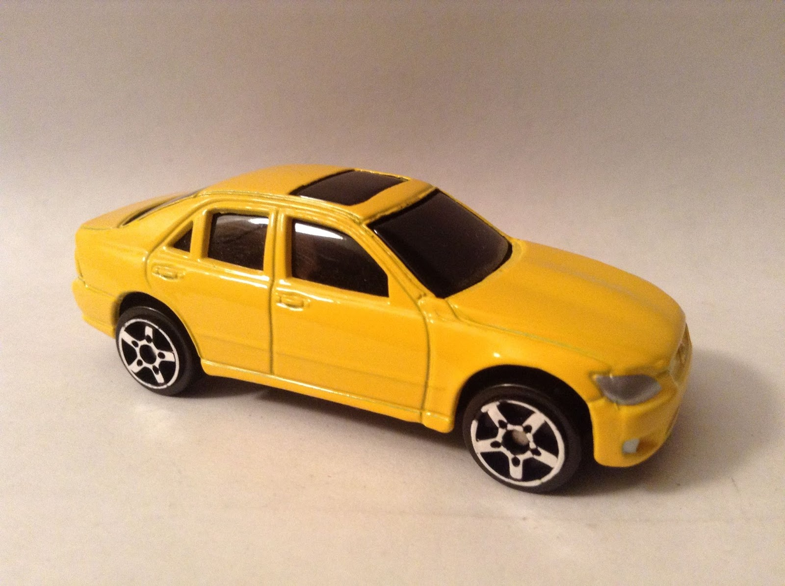 Maisto Adventure Series - Lexus IS 300 Sedan - Global Diecast Direct