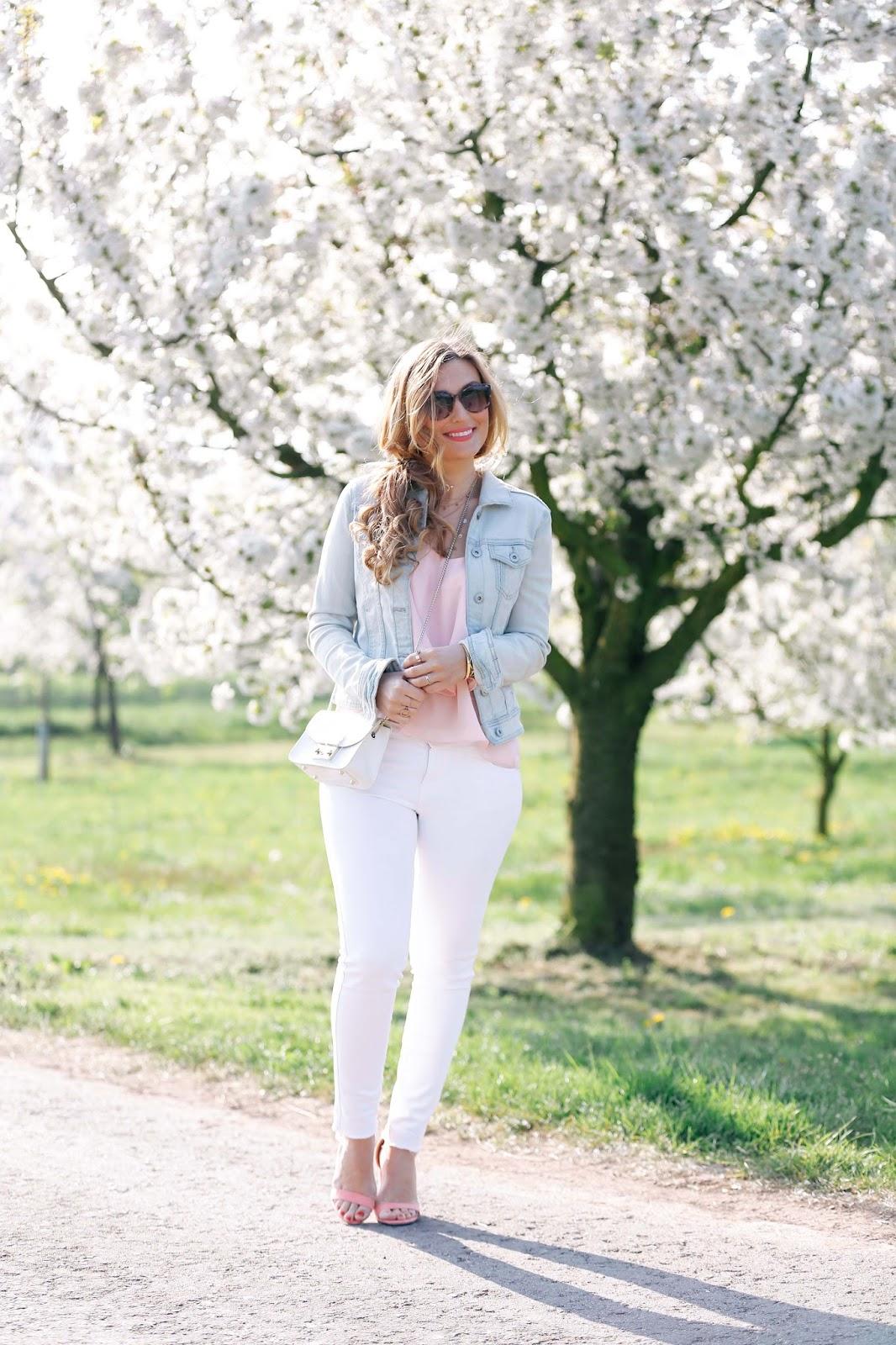 blogger-style-weiße-jeans-rosa-sandalen-blogger-sommerlook-Fashionstylebyjohanna