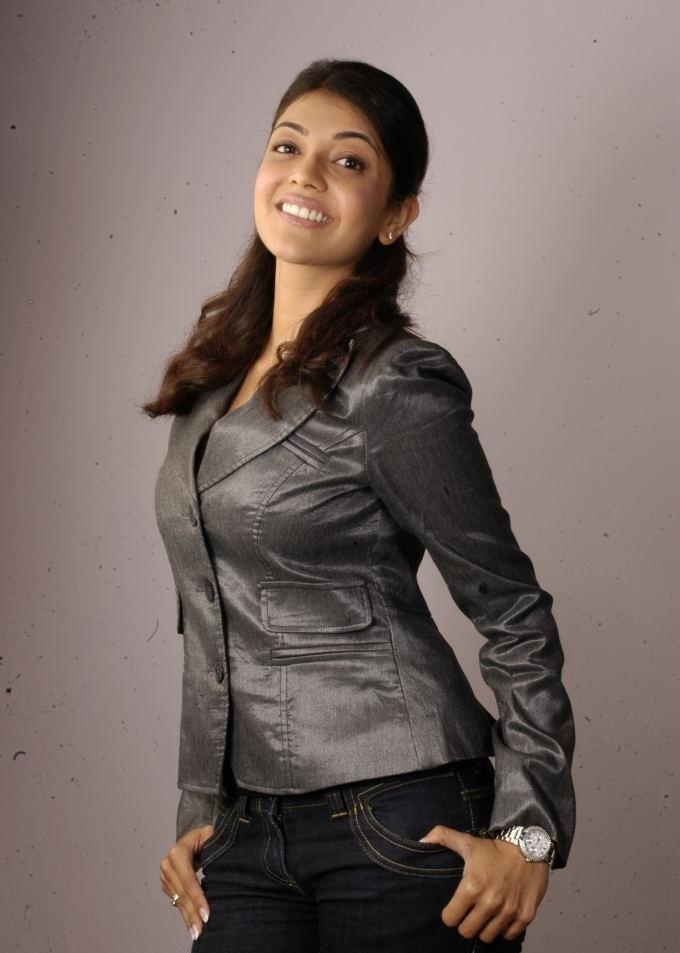 Tollywood Actress Kajal Agarwal Chubby Cheks Face Closeup Beg White teeths