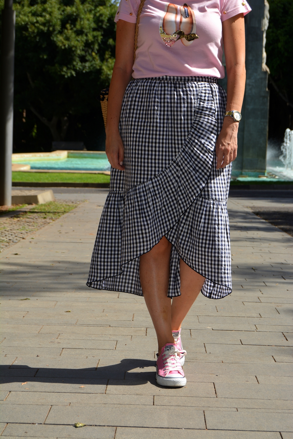 arcadinas-t-shirt-vivhy-falda-converse-look