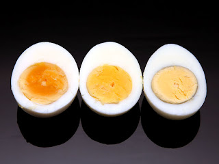 Percobaan Cara Membedakan Telur Mentah dan Telur Matang Secara Sederhana