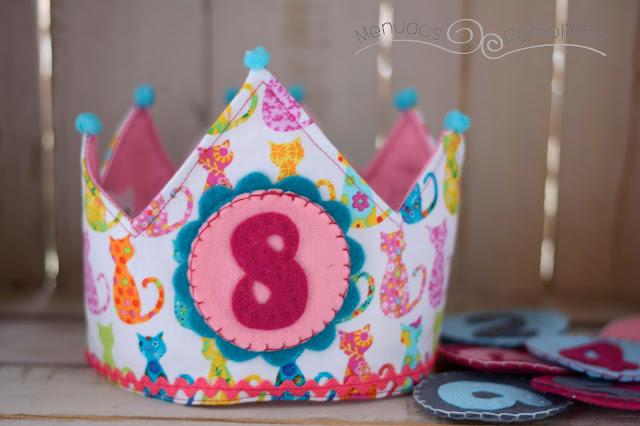Corona de cumpleaños siluetas de gatitos