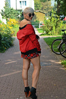 http://www.karyn.pl/2016/09/red-bomber-and-plaid-skirt_15.html