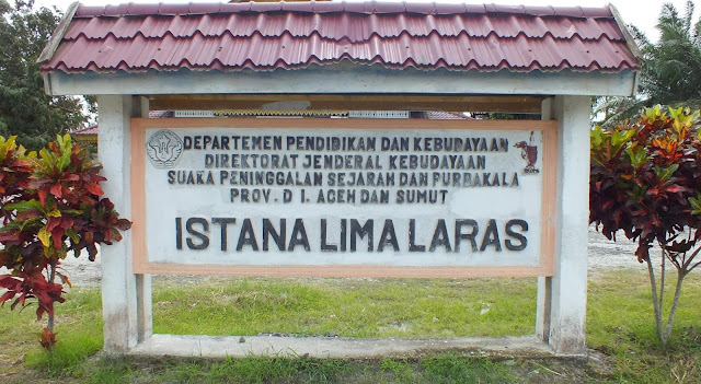 Plank Departemen Pendidikan dan Kebudayaan Direktoral Jenderal Kebudayaan Suaka Peninggalan Sejarah dan Purbakala Provinsi D.I Aceh dan Sumatera Utara Istana Lima Laras